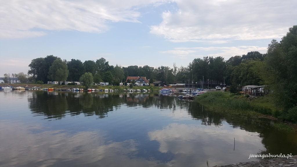 ośrodek wypoczynkowy nad jeziorem
