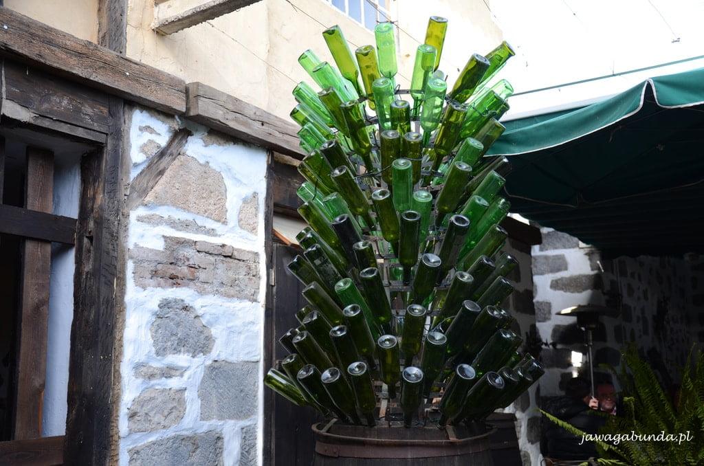 rzeźba z butelek