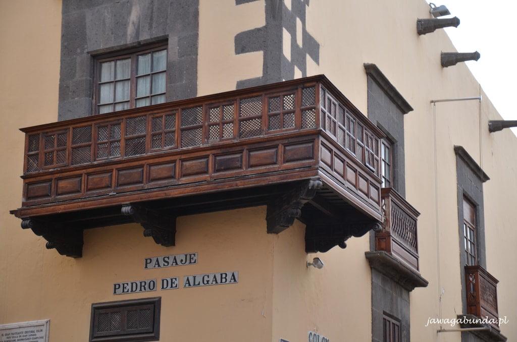 balkony rzeźbione