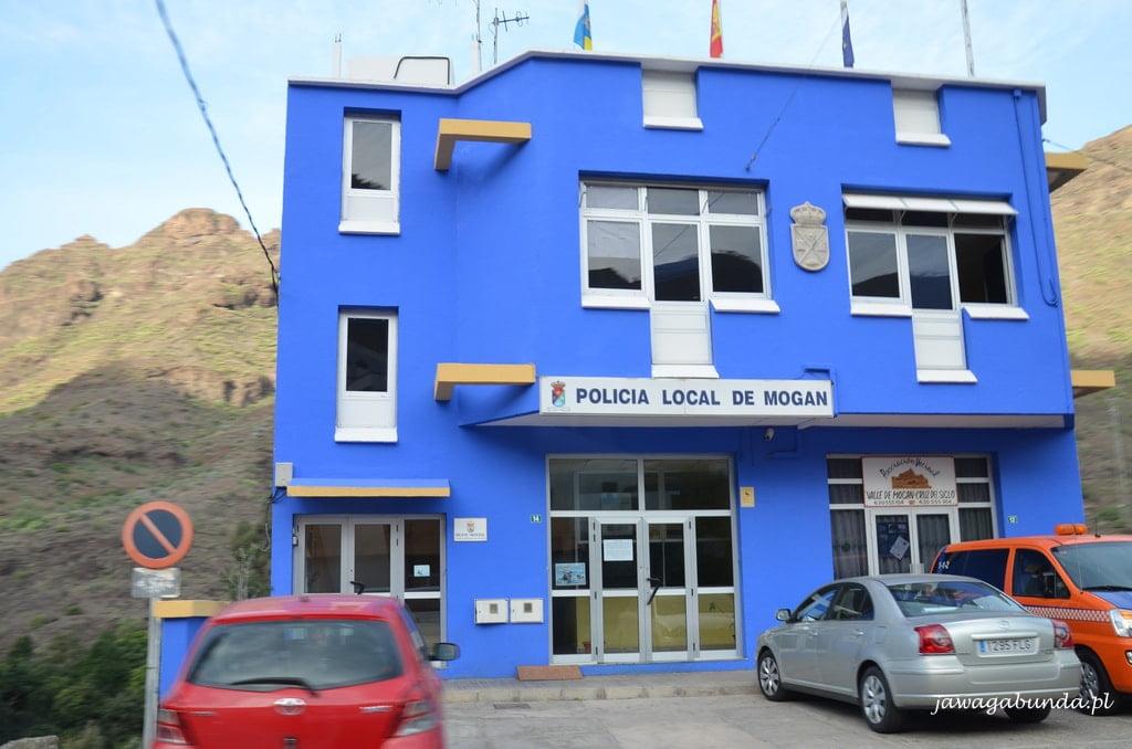 niebieski budynek policji
