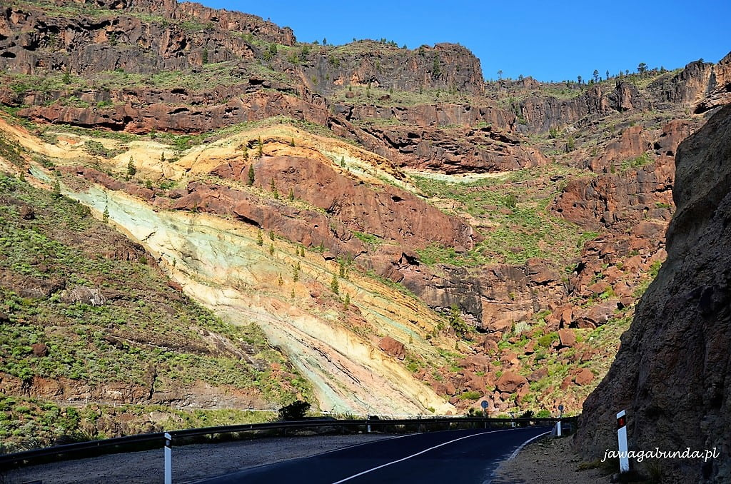 tęczowe skały na Gran Canarii
