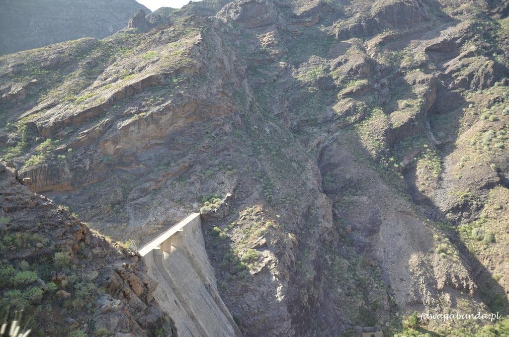 tama wodna w górach