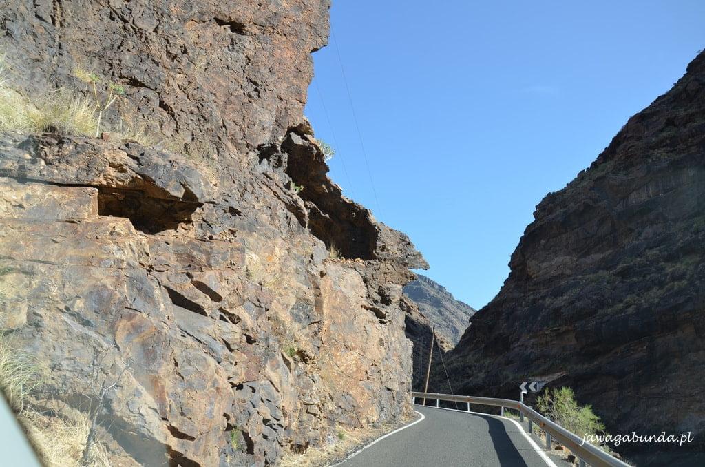 droga pomiędzy skałami
