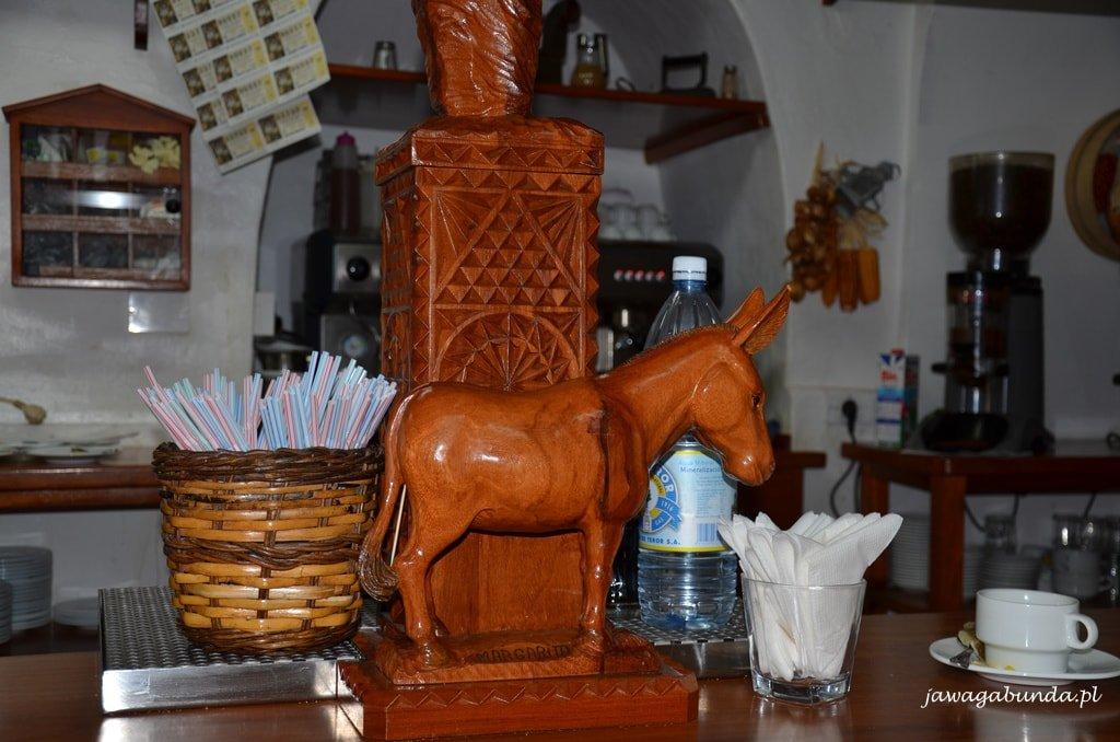 drewniana figurka osła