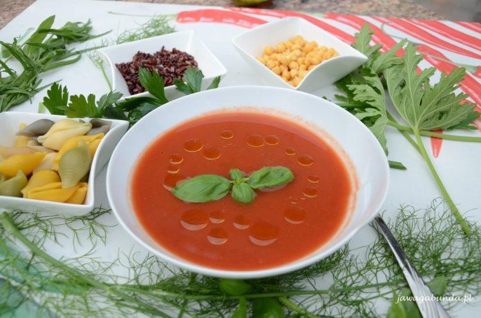 talerz z zupa pomidorową