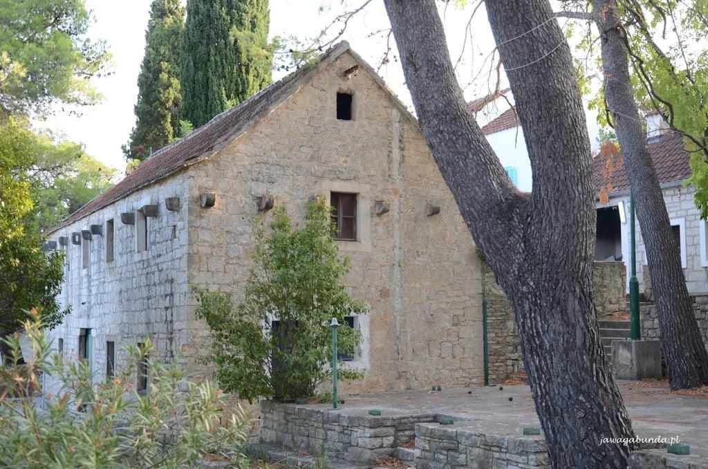 stary budynek z kamienia