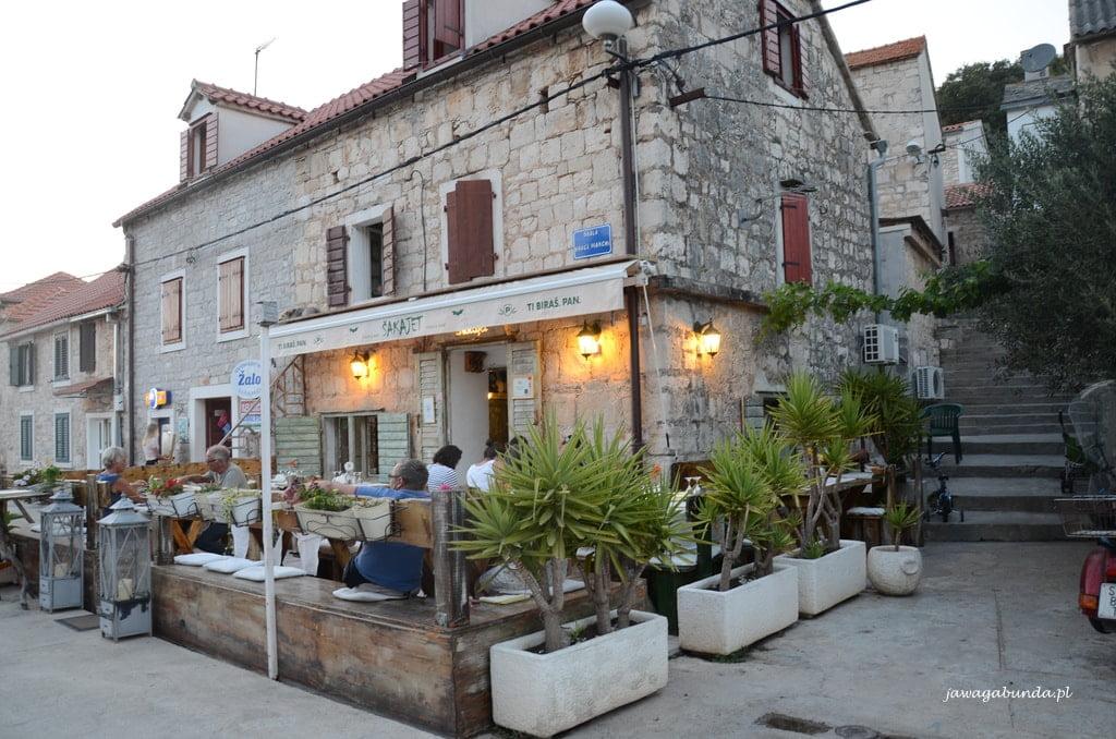restauracja w kamiennym domu