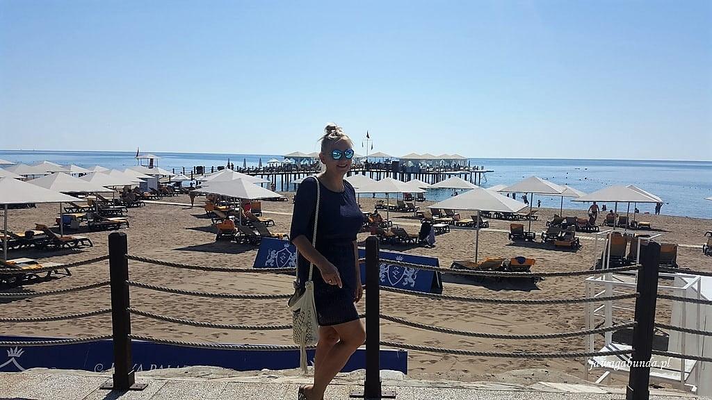 kobieta na tle plaży