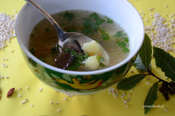 zupa krupnik w talerzu