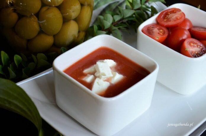 Zupa pomidorowa z serem feta w kostkach. Zupa krem według Greckiego przepisu.
