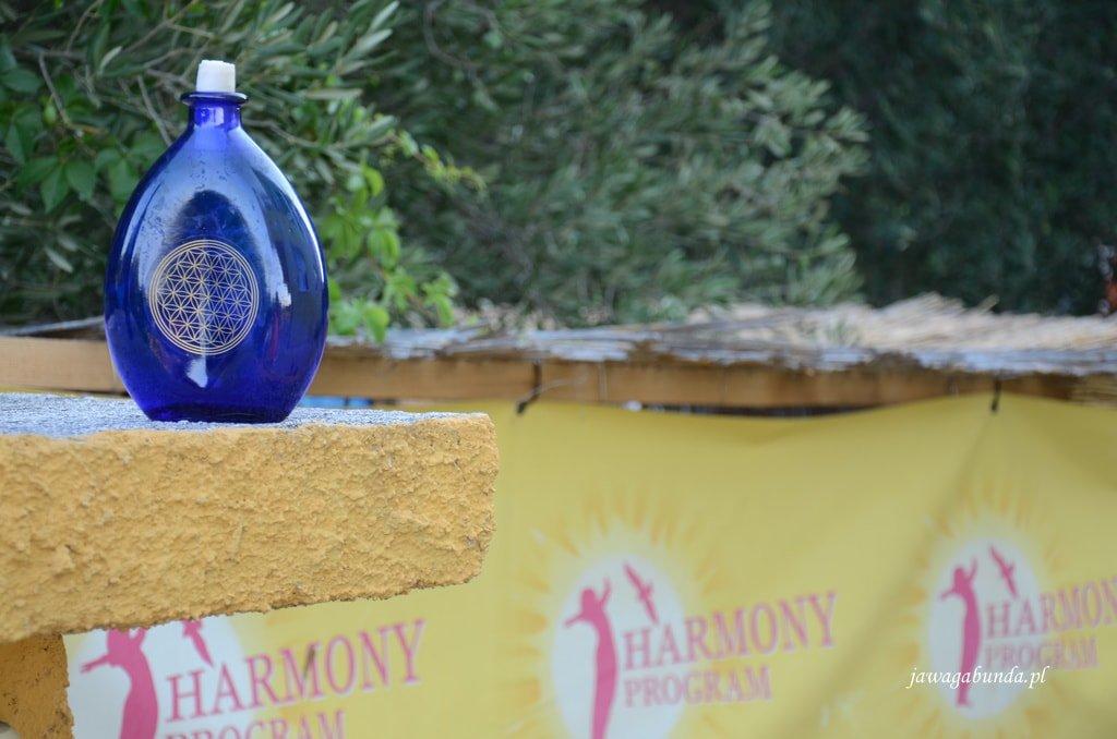 niebieska butelka z wodą
