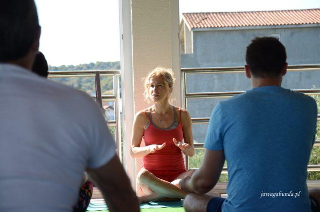 na zajęciach yogi