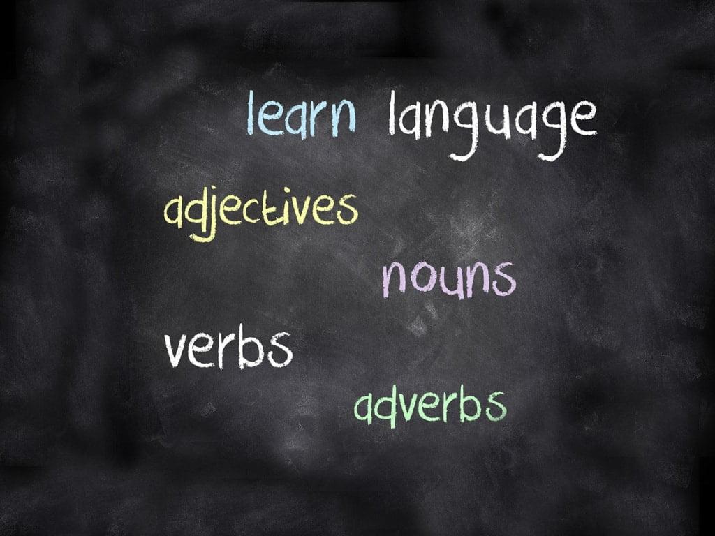 słowa angielskie napisane na tablicy