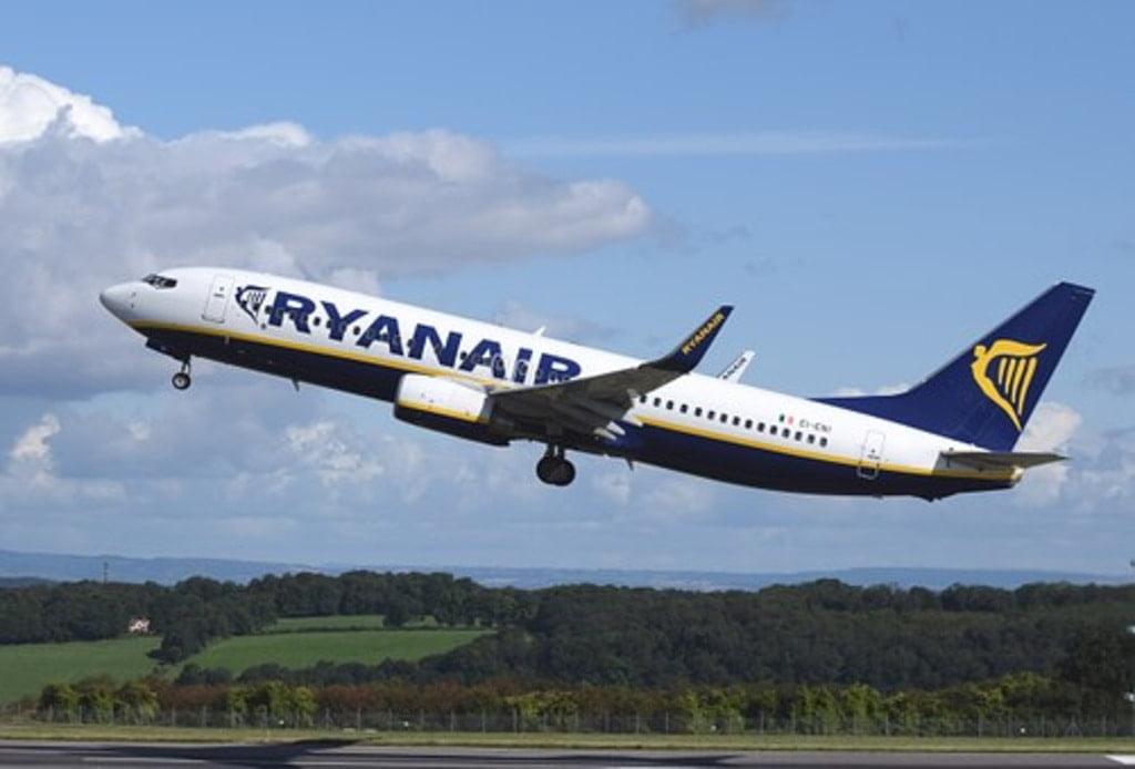 samolot z napisem ryanair