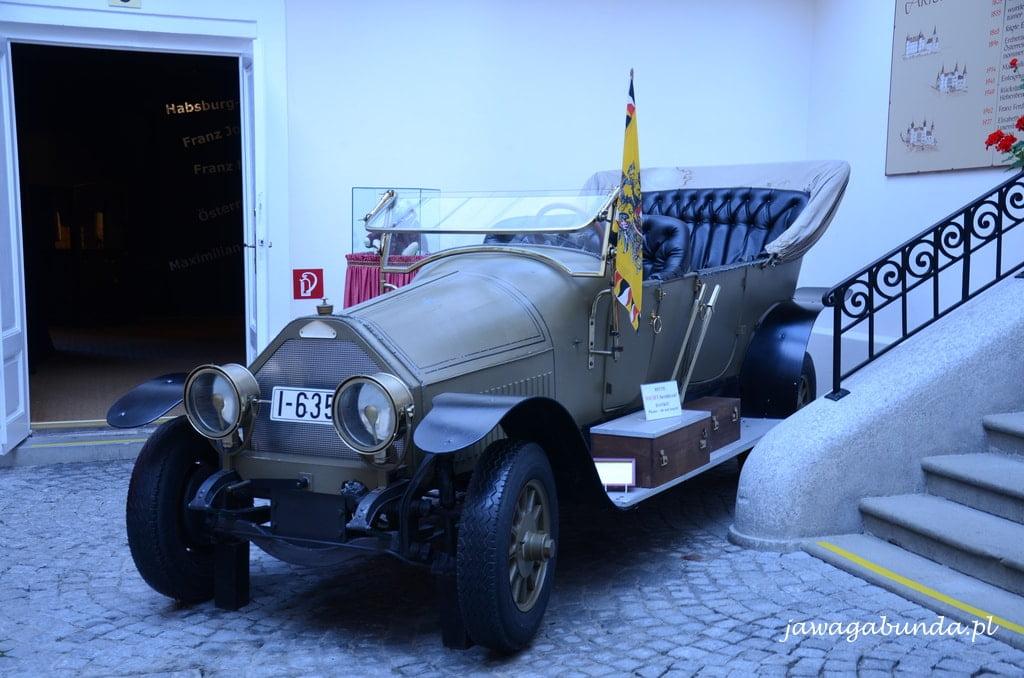 stary samochód odkryty