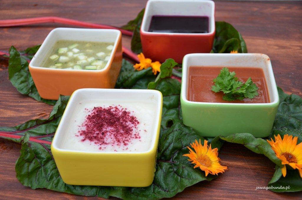 cztery zupy w miseczkach