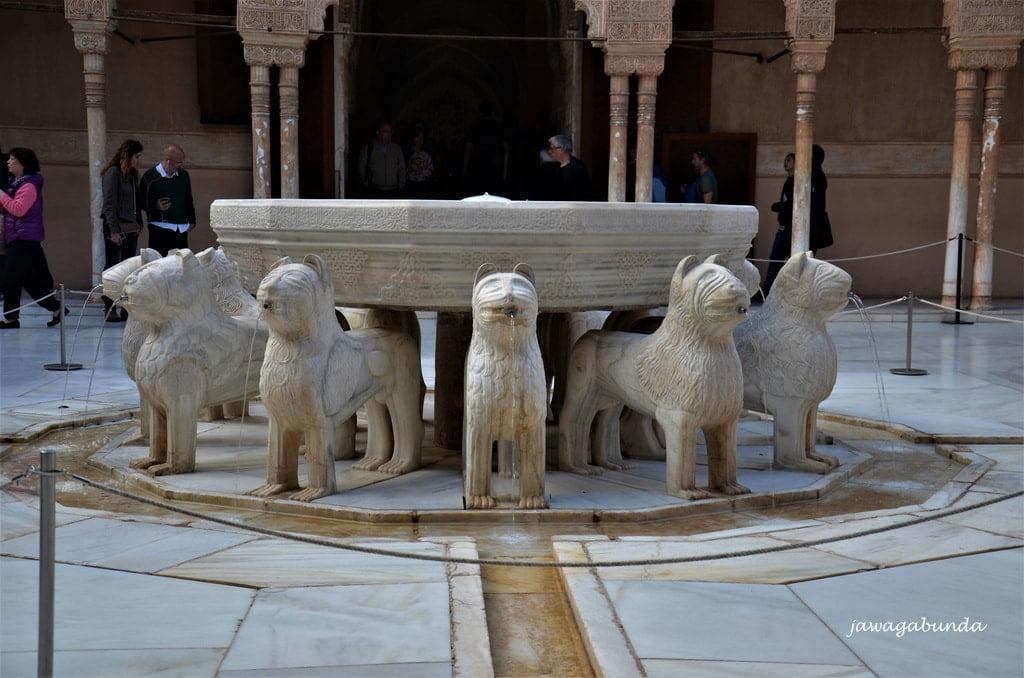 fontanna z lwami
