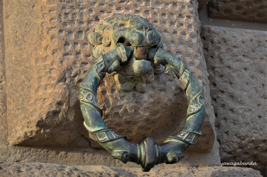 kołatka w kształcie głowy lwa
