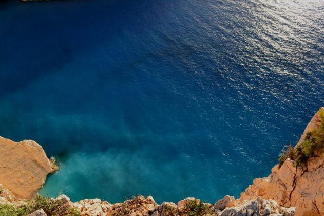 niebieskie morze widziane z góry