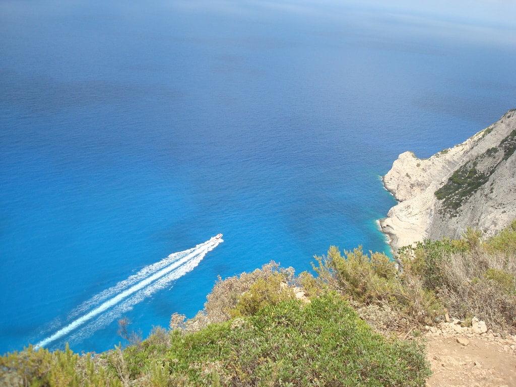 motorówka na morzu widok z góry