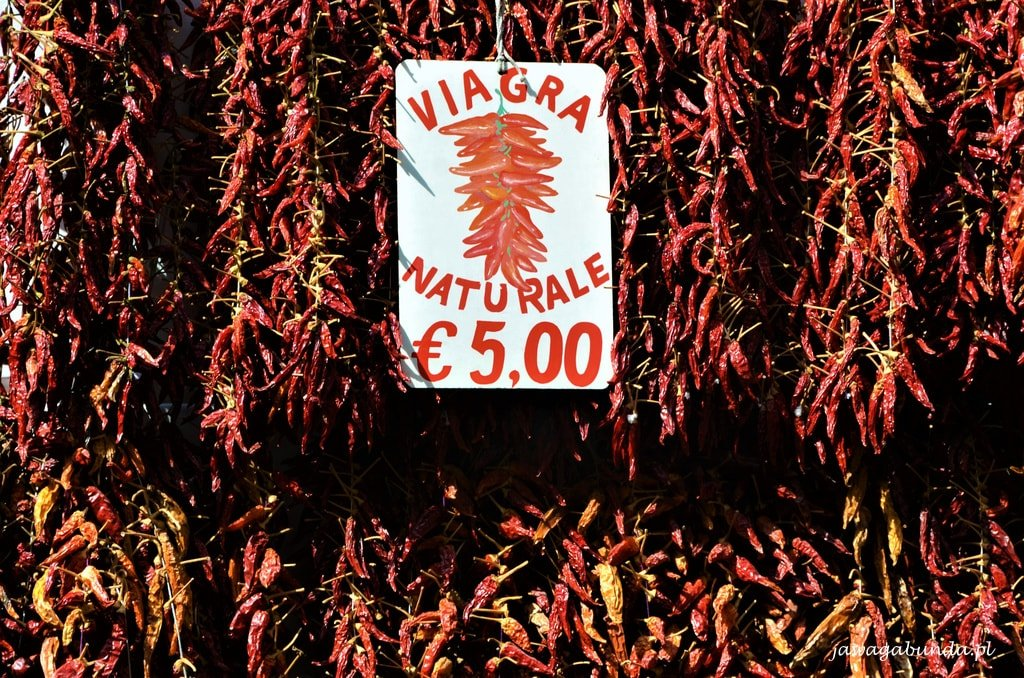 suszona papryka z napisem Viagra naturalna