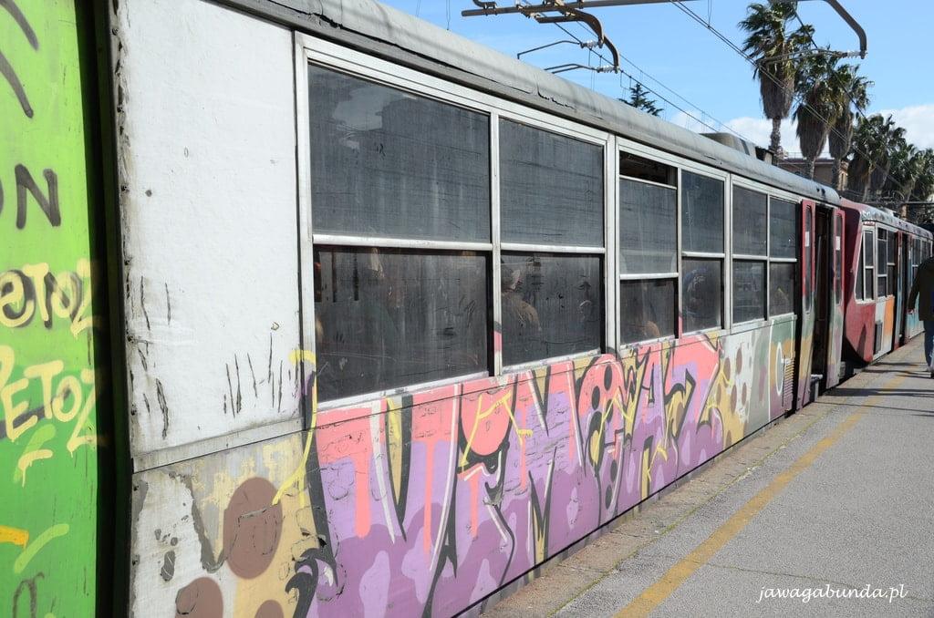 wagon kolejko podmiejskiej w Neapolu
