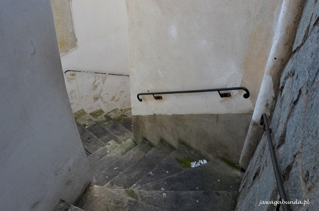 wąskie schody w Positano