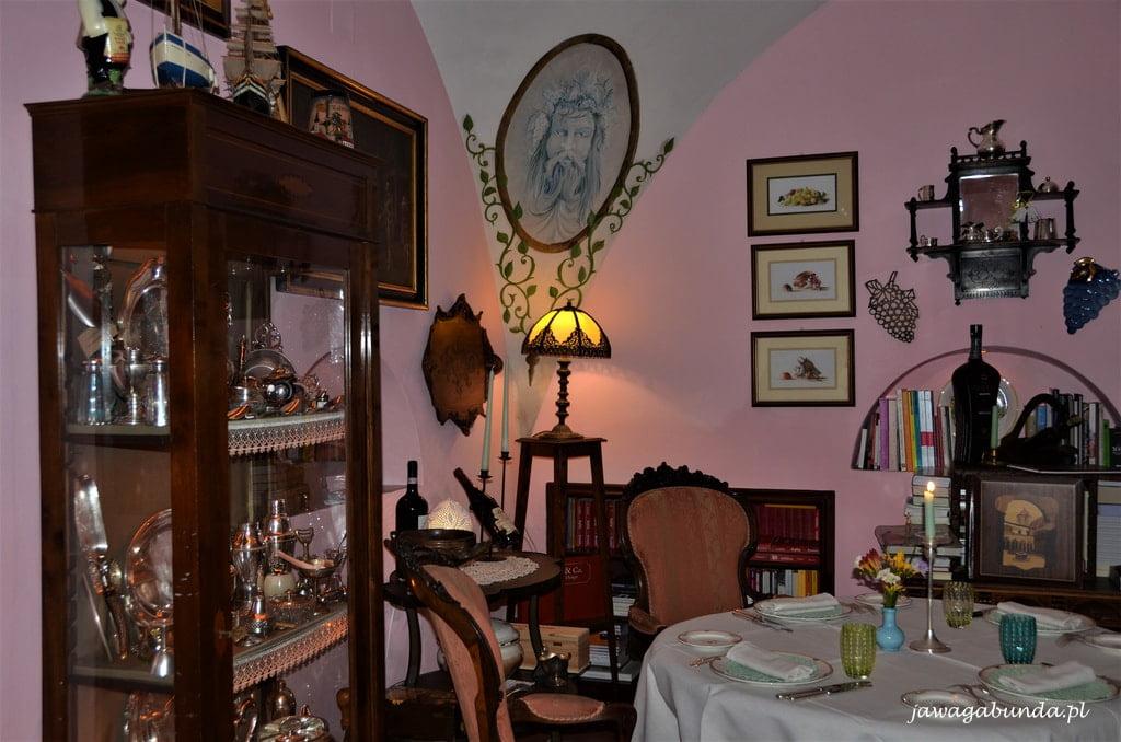 wnętrze urokliwej restauracji w Sorrento