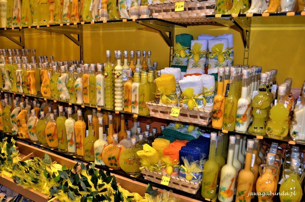 butelki z cytrynowym likierem