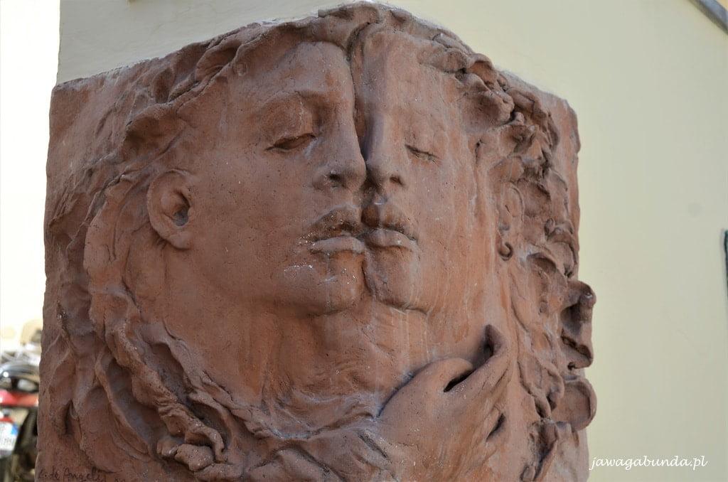 rzeźba twarzy kobiety i mężczyzny - połączone