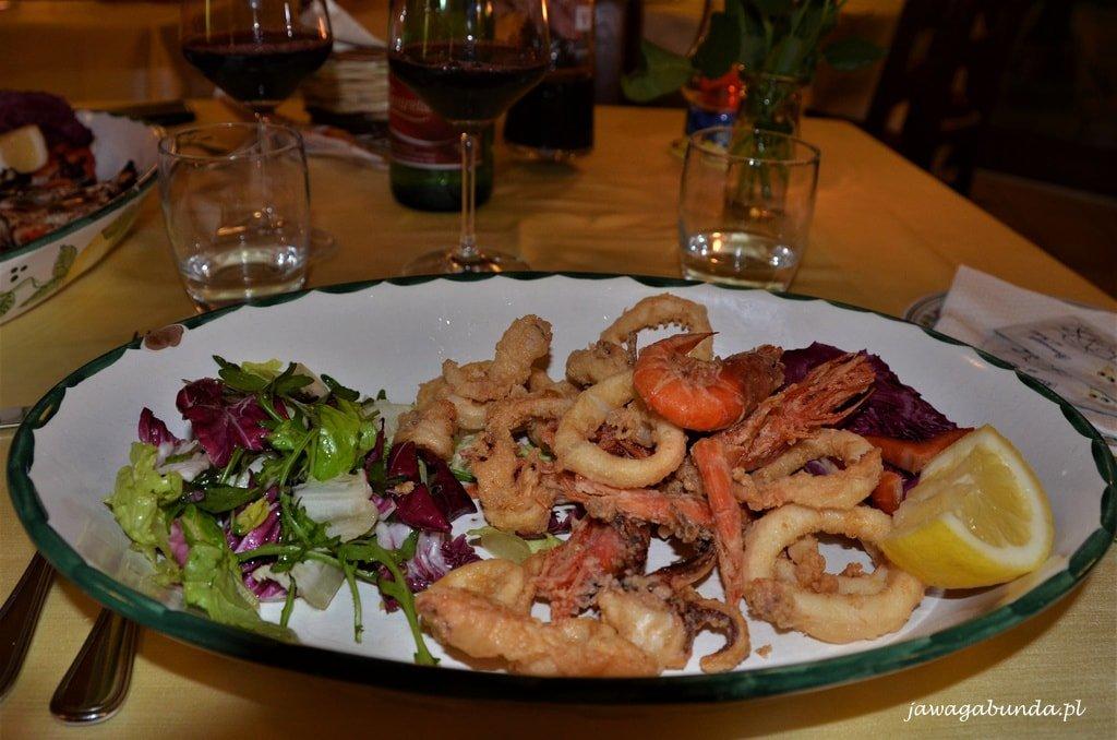 talerz z owocami morza