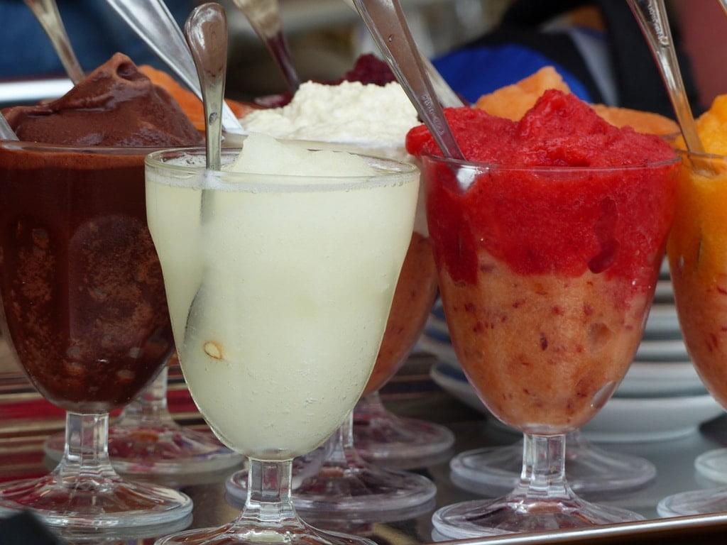 lody owocowe granita w pucharkach