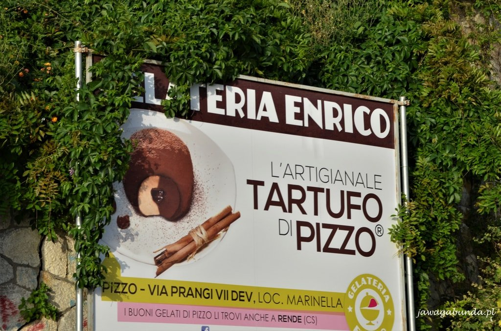 tablica reklamowa lody Tartufo w Pizzo