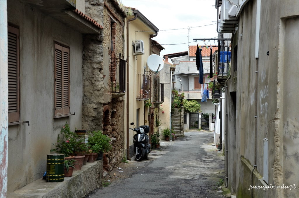 uliczka w włoskim miasteczku