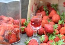 truskawki i nalewka truskawkowa