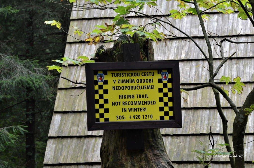 tablica informacyjna o zagrożeniu lawinowym