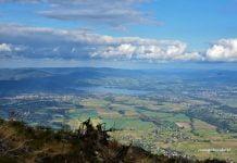 widok ze szczytu Skrzycznego na jezioro Żywieckie