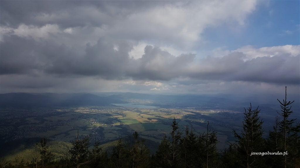 widok z Skrzycznego na jezioro Żywieckie