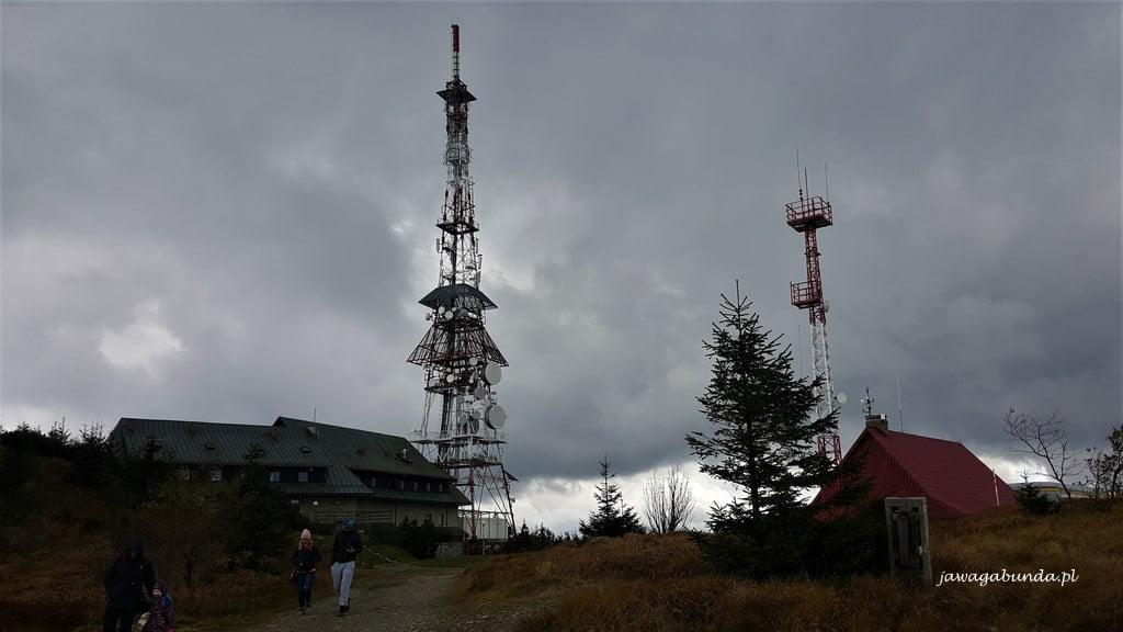 wieża telewizyjna na szczycie góry Skrzyczne