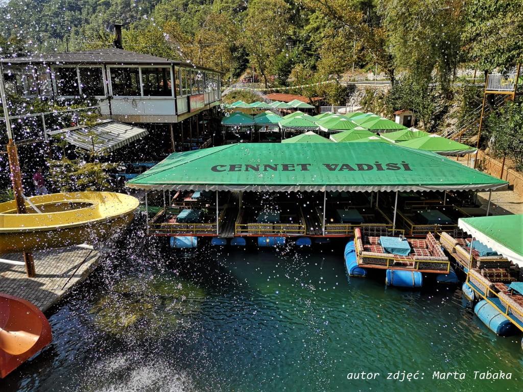 restauracja na rzece