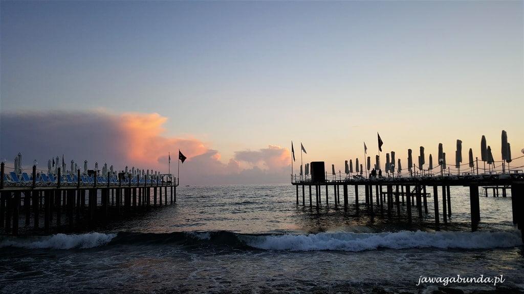 morze, mole i zachód słońca