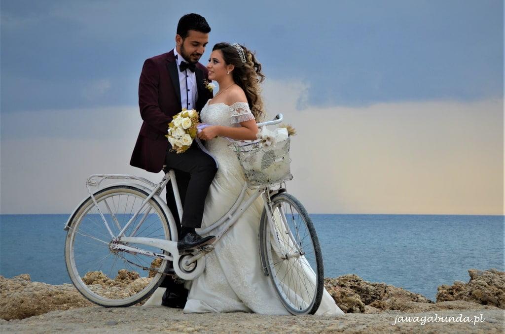 para nowożeńców nad morzem