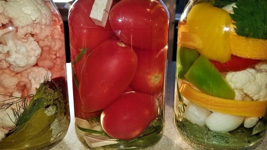 kiszone warzywa, pomidory, słój