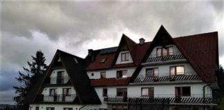 Góralski dom ze skośnymi dachami
