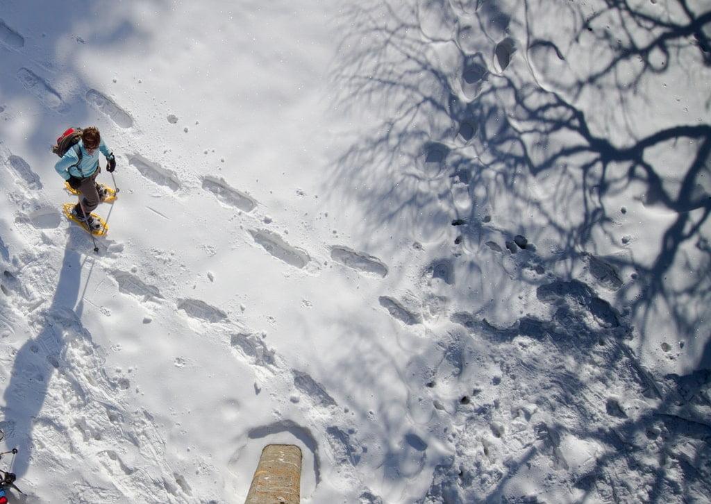 ślady rakiet śnieżnych