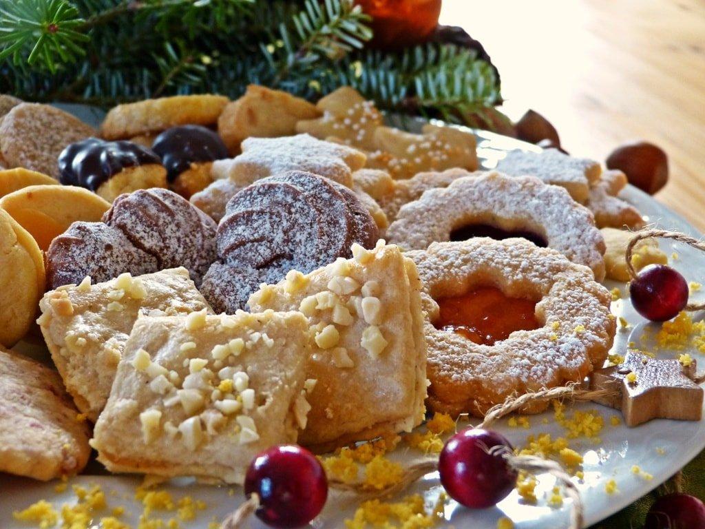 świąteczne ciasteczka na paterze