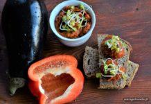 pasta z warzyw na kromkach chleba