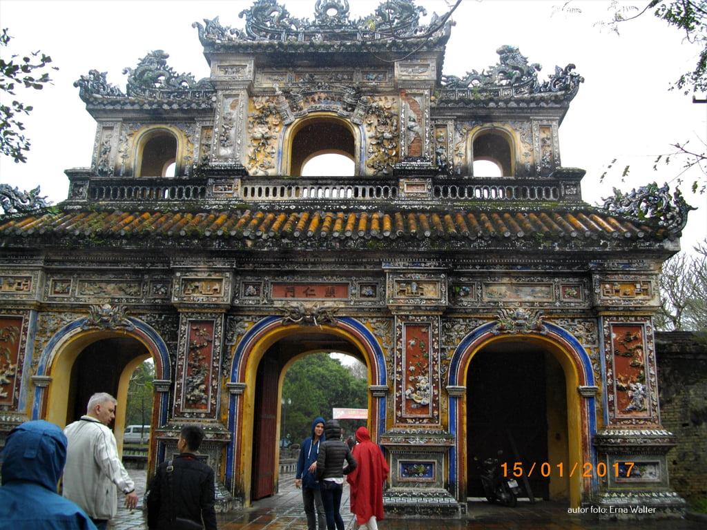 kolorowa brama Wietnam
