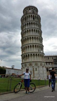 kobieta na rowerze w Toskani