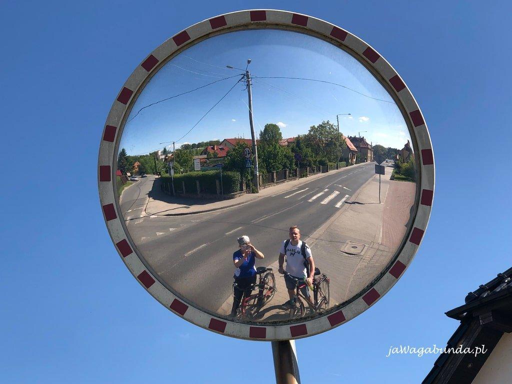 Kobieta i mężczyzna na rowerze